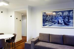 De lounge of bar bij Infante Apartment