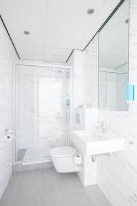A bathroom at Hotel2Stay