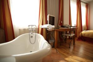Spa and/or other wellness facilities at Hotel Drei Raben
