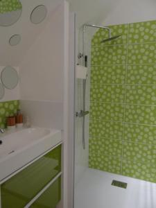 A bathroom at Les Viviers Maison d'hôtes B&B