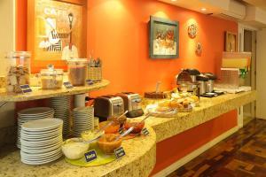 Um restaurante ou outro lugar para comer em Hotel Erechim
