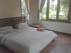 A bed or beds in a room at Dewi Ayu Accommodation