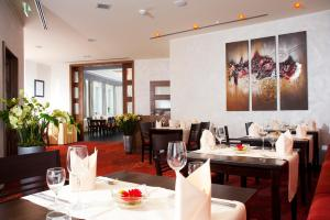 Ein Restaurant oder anderes Speiselokal in der Unterkunft Hotel Greive