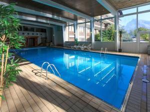The swimming pool at or near Residence & Spa La Grande Cordée