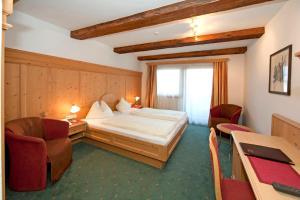 Ein Bett oder Betten in einem Zimmer der Unterkunft Hotel Hubertus mit Erlebnislandgasthof Reitherwirt