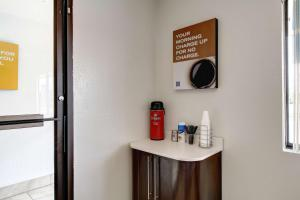Coffee and tea-making facilities at Motel 6-Amherst, OH - Cleveland West - Lorain