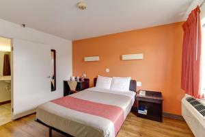 A room at Motel 6-Amherst, OH - Cleveland West - Lorain