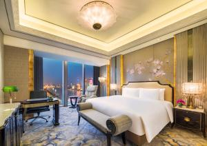 A room at Wanda Reign on the Bund