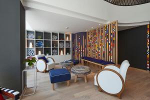 The lounge or bar area at Hotel Mercure Brest Centre Les Voyageurs