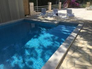 The swimming pool at or close to Villa Bisou