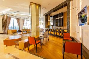 A restaurant or other place to eat at Novotel Diyarbakir