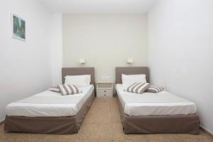 A bed or beds in a room at Iraklis Apartments