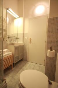 A bathroom at Florence Ponte Vecchio Apartment