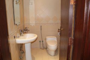 Um banheiro em Makarim Najd 4