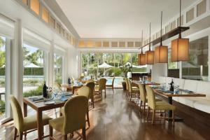 A restaurant or other place to eat at Shangri-La Mactan, Cebu - Multiple Use Hotel
