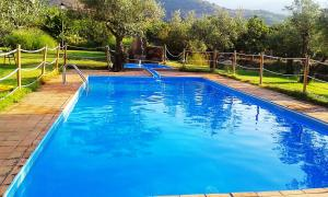Бассейн в Hotel Rural Hosteria Fontivieja или поблизости