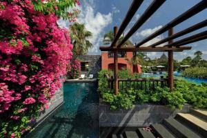 Un patio o zona al aire libre en Asia Gardens Hotel & Thai Spa, a Royal Hideaway Hotel