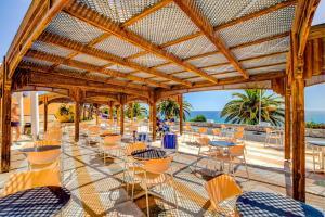 Een restaurant of ander eetgelegenheid bij SBH Club Paraiso Playa