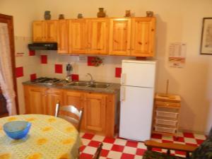 Kuchnia lub aneks kuchenny w obiekcie Sardamare Casa Vacanze