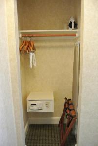 Ein Badezimmer in der Unterkunft Cow Hollow Inn and Suites