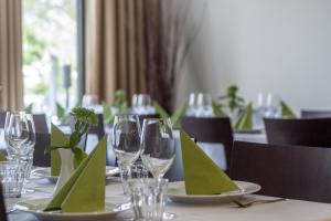 Un restaurante o sitio para comer en Good Morning+ Nyköping