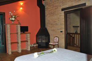 A television and/or entertainment center at Agroturismo el Encuentro