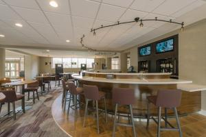 A restaurant or other place to eat at Courtyard by Marriott Nashua