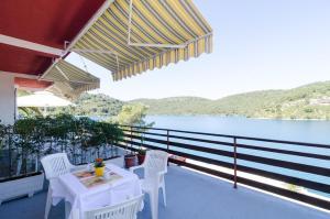 A balcony or terrace at Apartments Matana Chano