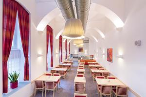 Reštaurácia alebo iné gastronomické zariadenie v ubytovaní Exe City Park Hotel