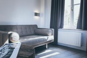 A seating area at Le Virage bistro en hotel