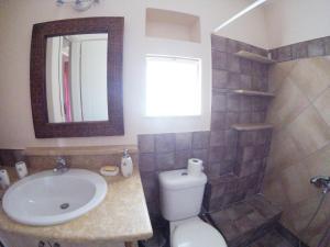 Ένα μπάνιο στο Arapakis Apartment