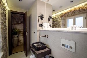 A bathroom at Murum Heritage Hotel