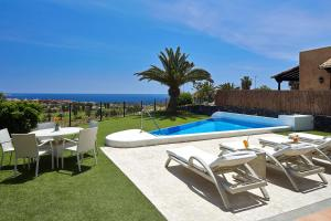 The swimming pool at or near Hotel Suite Villa Maria