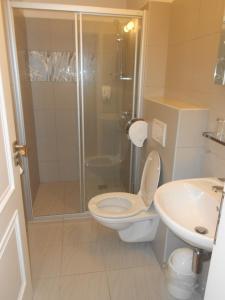 A bathroom at Zamecky Hotel Lednice