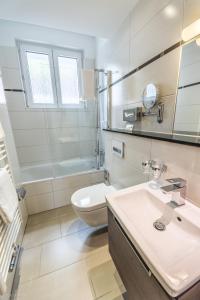 A bathroom at Hotel Lousberg