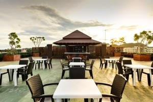 A restaurant or other place to eat at Hisea Huahin Hotel