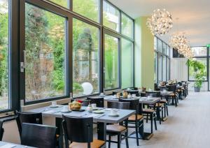 A restaurant or other place to eat at Novina Hotel Wöhrdersee Nürnberg City