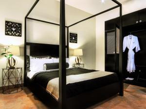 A room at La Isabela Suites