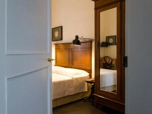 A bed or beds in a room at Palazzo Melfi