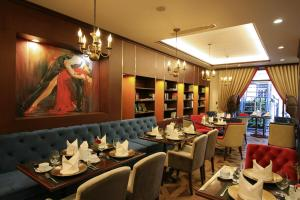 A restaurant or other place to eat at The Scarlett Boutique Hotel
