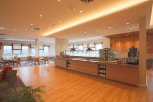 A restaurant or other place to eat at Star Inn Hotel Regensburg Zentrum, by Comfort