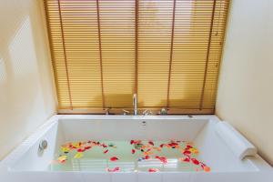 A bathroom at Koh Yao Yai Hillside Resort