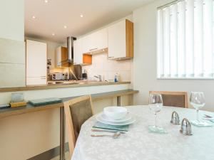 A kitchen or kitchenette at Peregrine