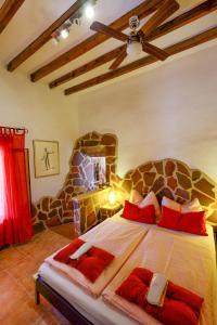 A bed or beds in a room at Finca el Romero