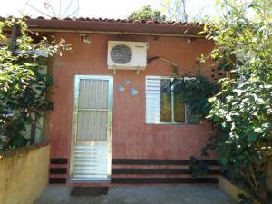 The facade or entrance of Chalés Som das Águas - Praia do Julião