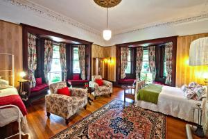 The lounge or bar area at Vacy Hall Toowoomba's Grand Boutique Hotel Since 1873
