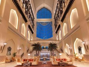 مطعم أو مكان آخر لتناول الطعام في فندق باب القصر