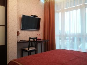 Телевизор и/или развлекательный центр в Apartment Park Gorkogo