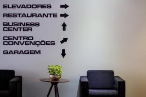 Гостиная зона в Fratele Business Hotel