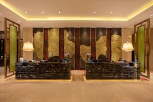 The lobby or reception area at Hilton Wuhan Riverside